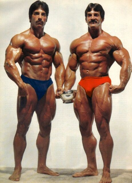 1300136385-bodybuilder-Mike-Mentzer-et-Ray-Mentzer-les-inseparables